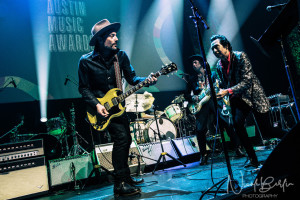 Jakob Dylan rocks out with songwriting honoree Alejandro Escovedo.